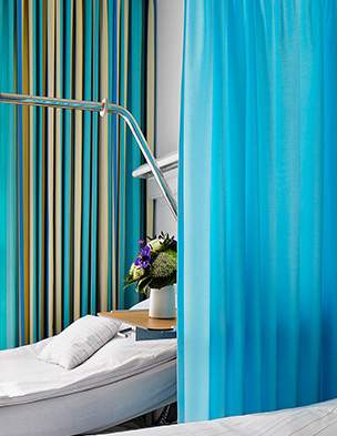 an image of fabric cubicle curtains in a hospital environment
