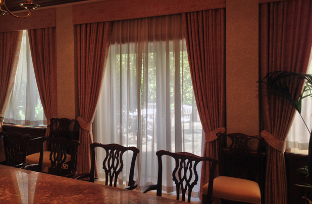 an image of Grosvenor Contracts curtains in a prestigious meeting room